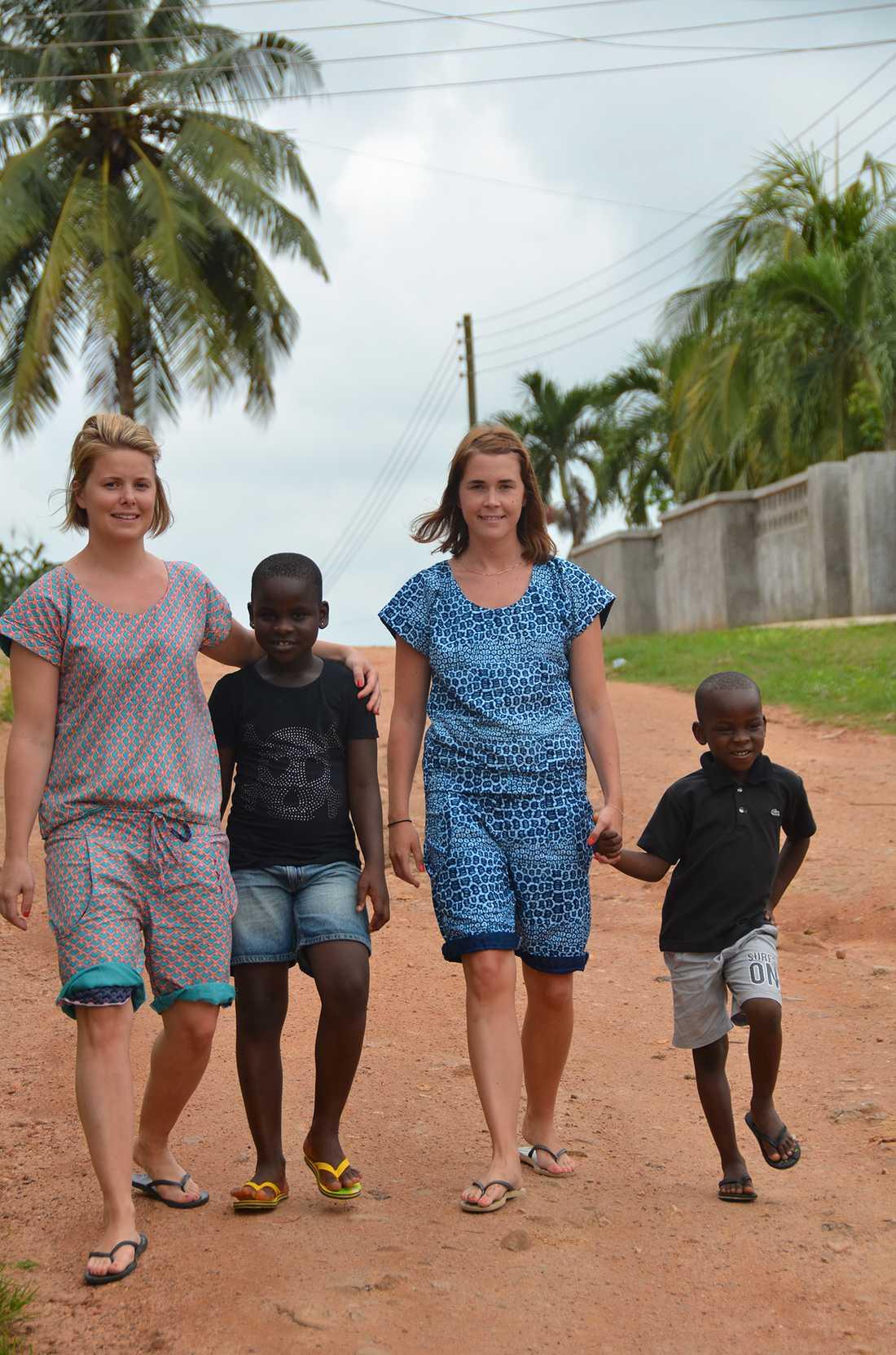 Elina Bergström och Mikaela Lindström reste till Ghana som volontärer 2008.