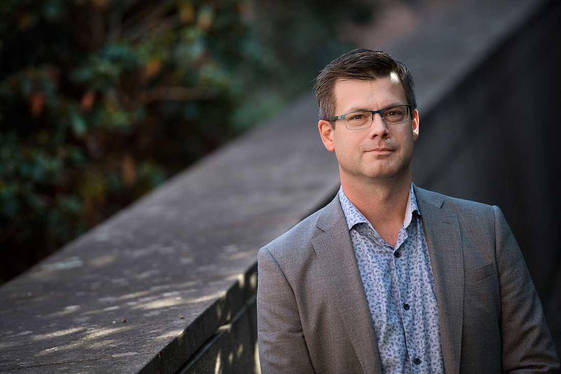 """""""När man har en angiven temperatur på max fyra grader och man mäter upp det till 15–16 grader, då tycker jag att det finns anledning att reagera"""", säger Daniel Persson, avdelningschef för Livsmedelskontrollen i Stockholm."""