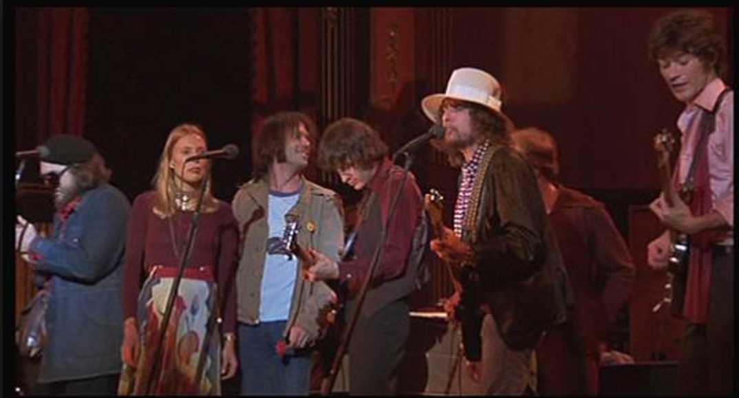 """Sista valsen. Dr John, Joni Mitchell, Neil Young, Rick Danko, Bob Dylan och Robbie Robertson """"I shall be released"""" vid """"The last waltz"""" – sedan var The Band över, krossade av droger."""