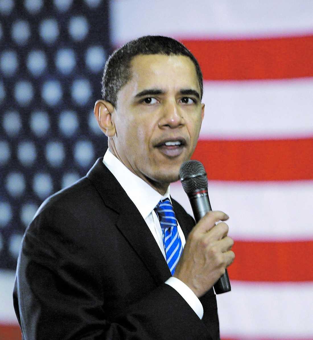 Barack Obama leder knappt över Hillary Clinton i Kalifornien och Missouri