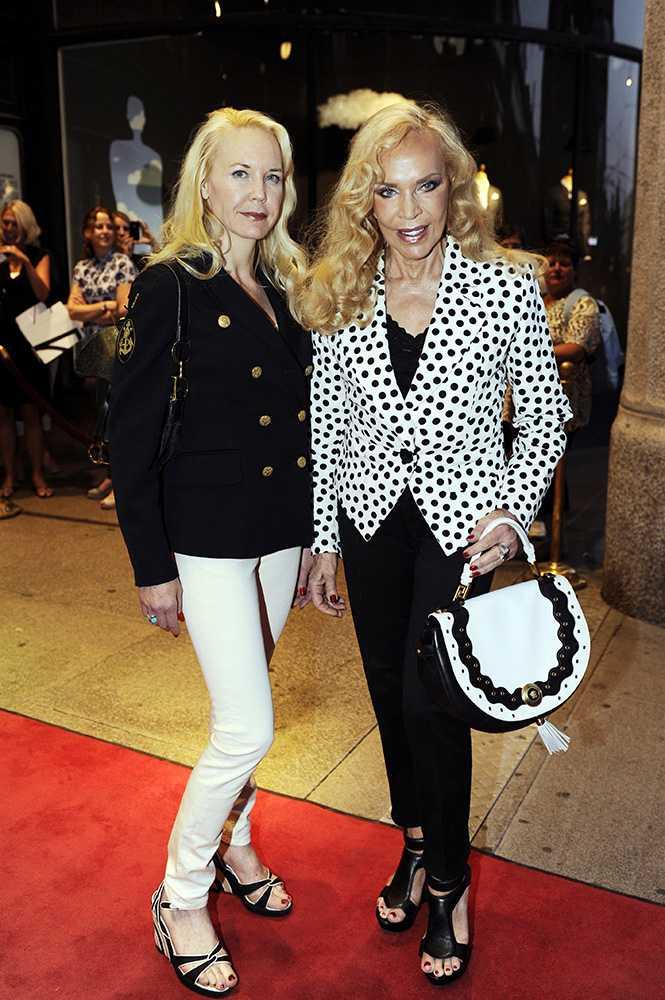 Margò Fallai, till höger, tillsammans med dottern Maruschka. På 1960-talet introducerade Margò flera exklusiva utländska klädmärken i Sverige.