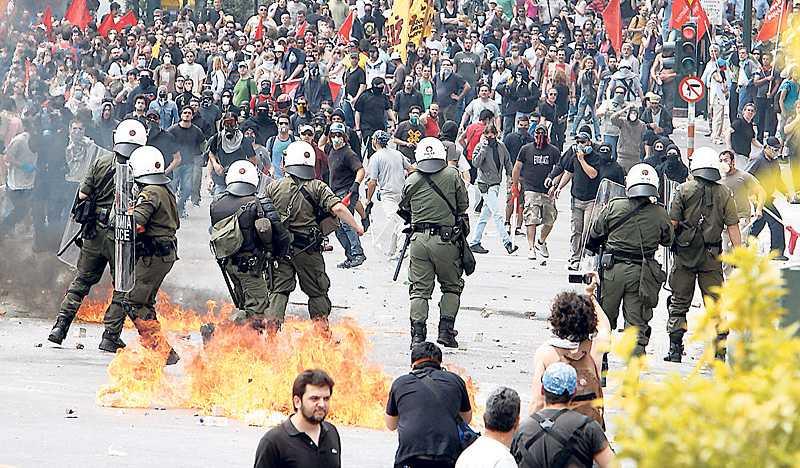 aten brinner Demonstrationerna i Aten mot regeringens åtstramningar urartade. En bank sattes i brand och tre personer miste livet. Det är svårt att se en ände på eländet, men Grekland kommer att hjälpas på fötter.