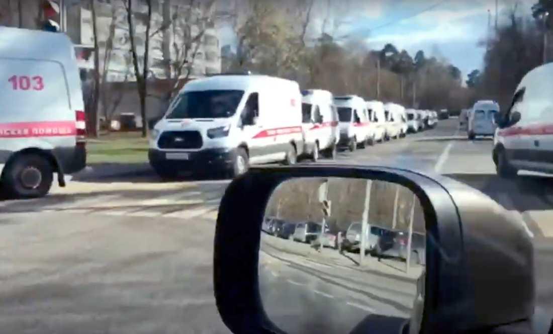 Lång kö av ambulanser i Moskva