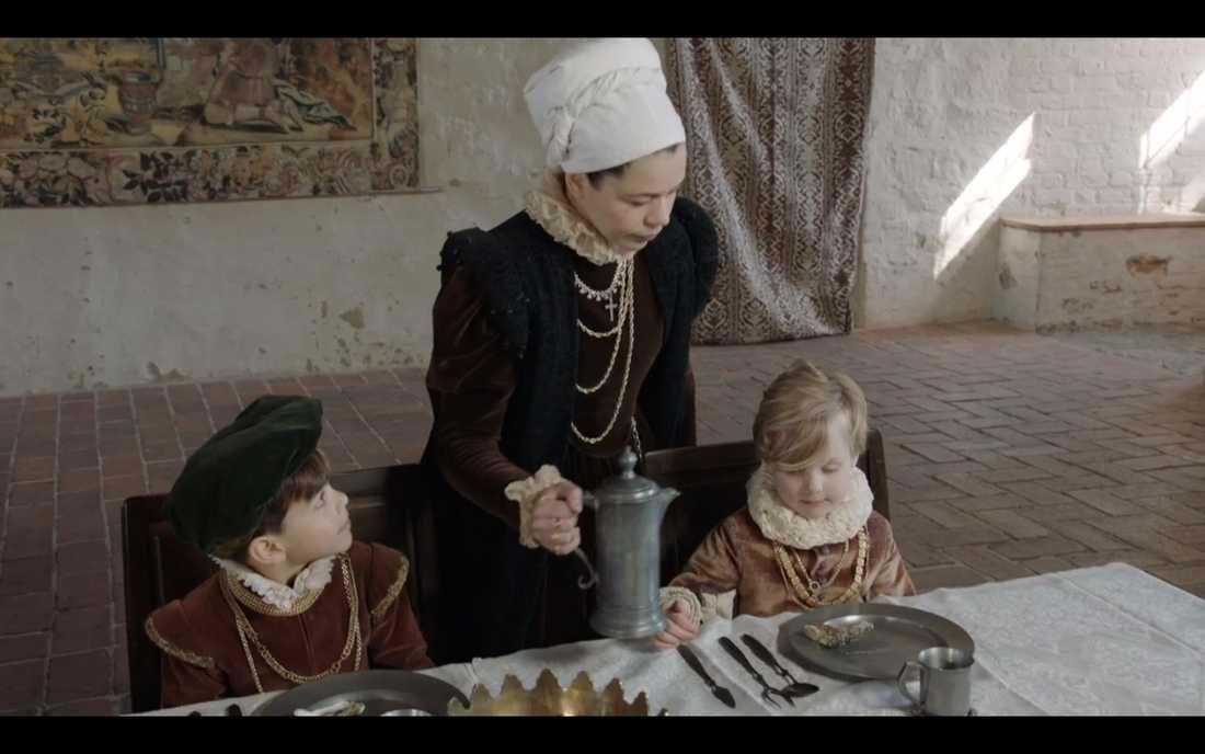 Lotta Lundgren serverade öl till barnen...