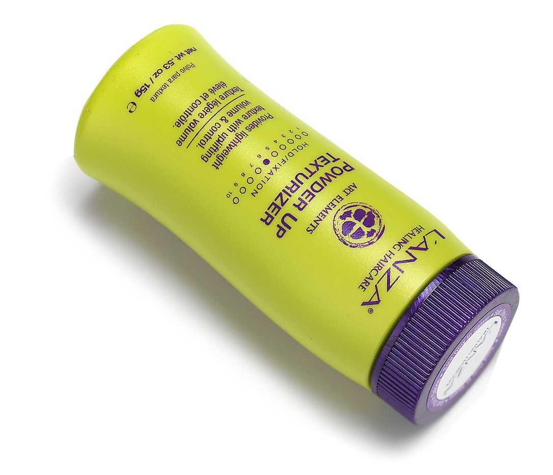 """Ett hårpuder hjälper dig att få textur och gör att hårslingorna fäster bättre i uppsättningarna. Speciellt bra för frisyrer som kräver tupering och volym. """"Powder up texturizer"""" från L'Anza kostar 198 kronor."""