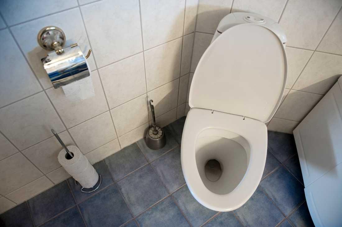 En man riggade en kamera i badrummet och gömde den i bland annat en schampoflaska. Arkivbild.