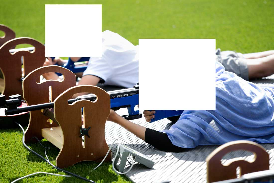 Bilden på idrottande barnen har fått idrottstoppar att rasa