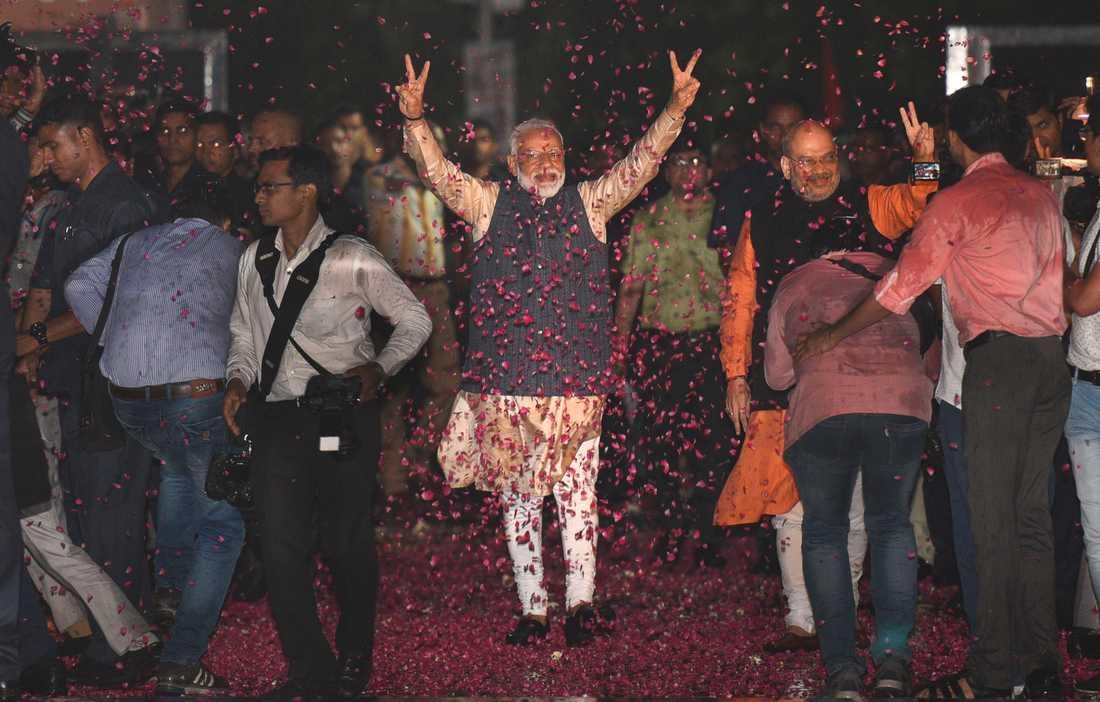 Indiens premiärminister Narendra Modi och hans hindunationalistiska BJP går segrande ur valet.