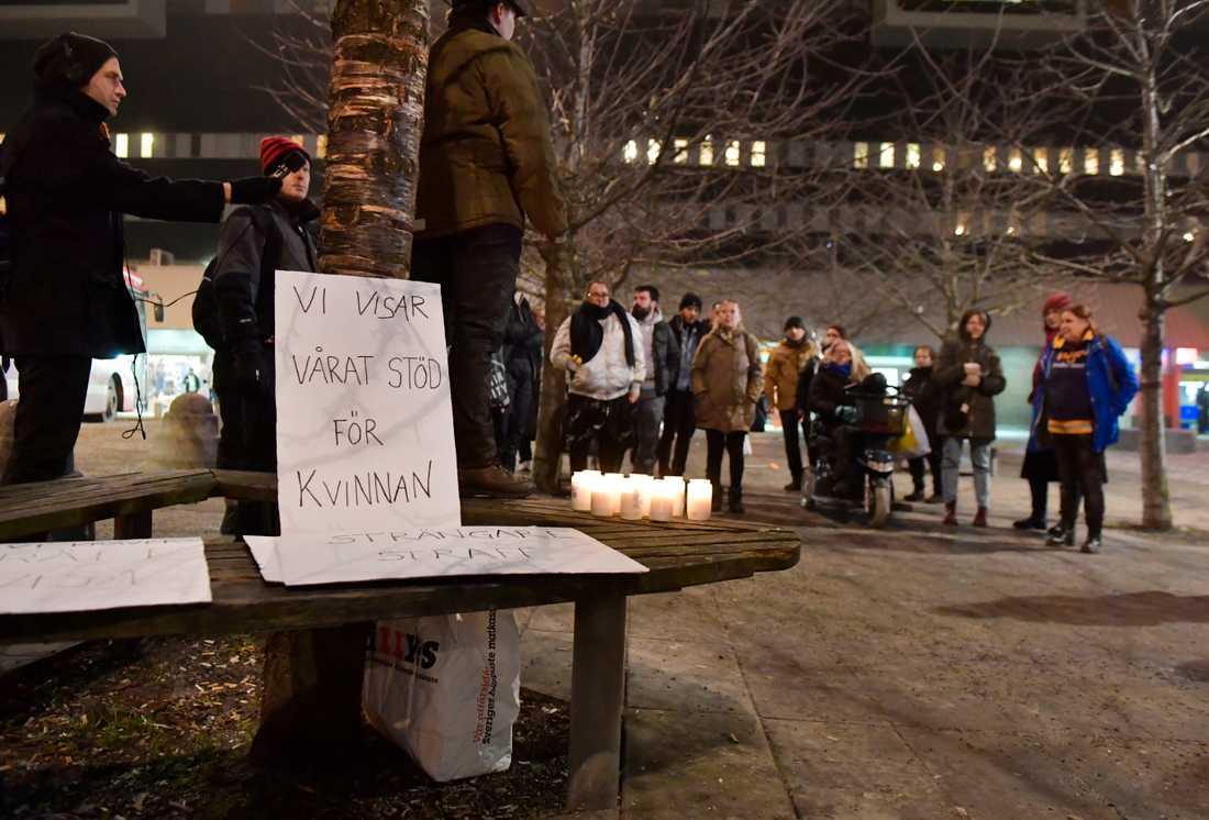 Fittja-fallet har väckt stor uppmärksamhet och många har upprörts över den friande domen. Här bild från en demonstration i Fittja i december, som hölls till stöd för kvinnan.