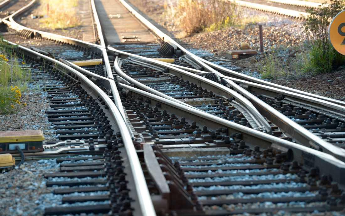 Ett godståg med flera vagnar har spårat ur vid Stenungsunds järnvägsstation. Arkivbild.