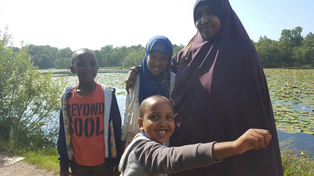 Yuusuf Warsame var på besök i Sverige med systern Aisha, mamma Deega Bihi och brodern Ahmed. Den här bilden togs bara timmar innan mordet.