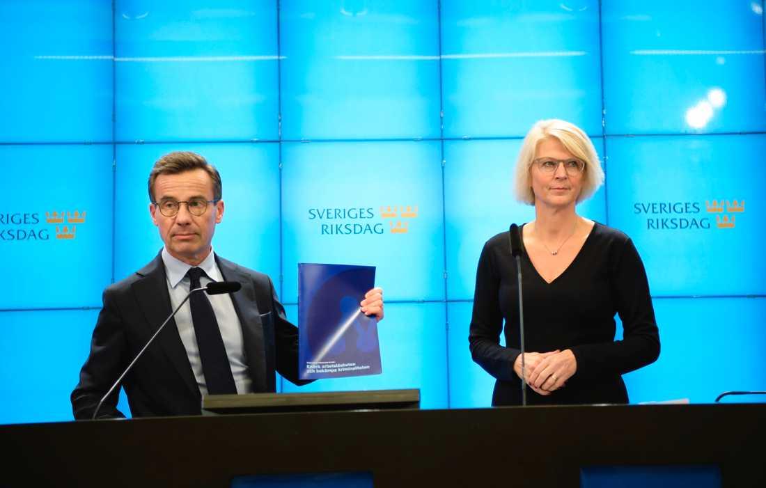 Moderaternas partiledare Ulf Kristersson och ekonomisk-politiska talespersonen Elisabeth Svantesson presenterar partiets alternativ till statsbudget.