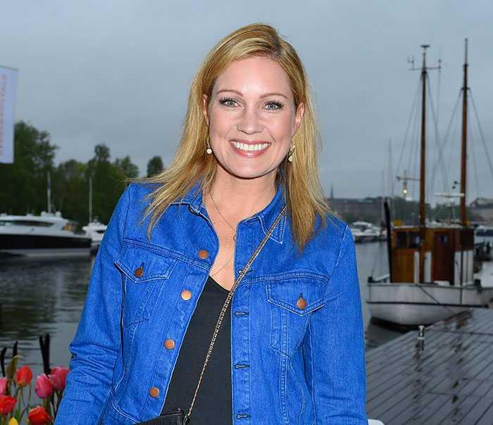 """Gör comeback i tv på lördag –börjar med V75-sändning Jessica Almenäs börjar att jobba igen efter kollapsen i höst: """"Jag är på väg upp!"""", säger hon."""