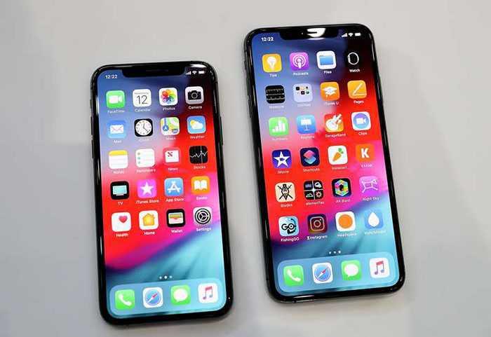 Två av de nya modellerna: iPhone Xs (t v) och iPhone Xs Max (t h).