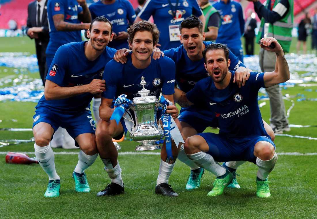 Morata och Fabregas (längst till höger) vid Chelseas FA-cupfirande.