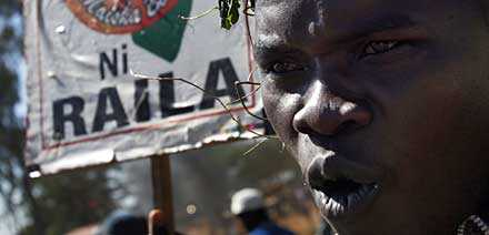 Oppositionens demonstranter möttes av polisens gummikulor och tårgas.