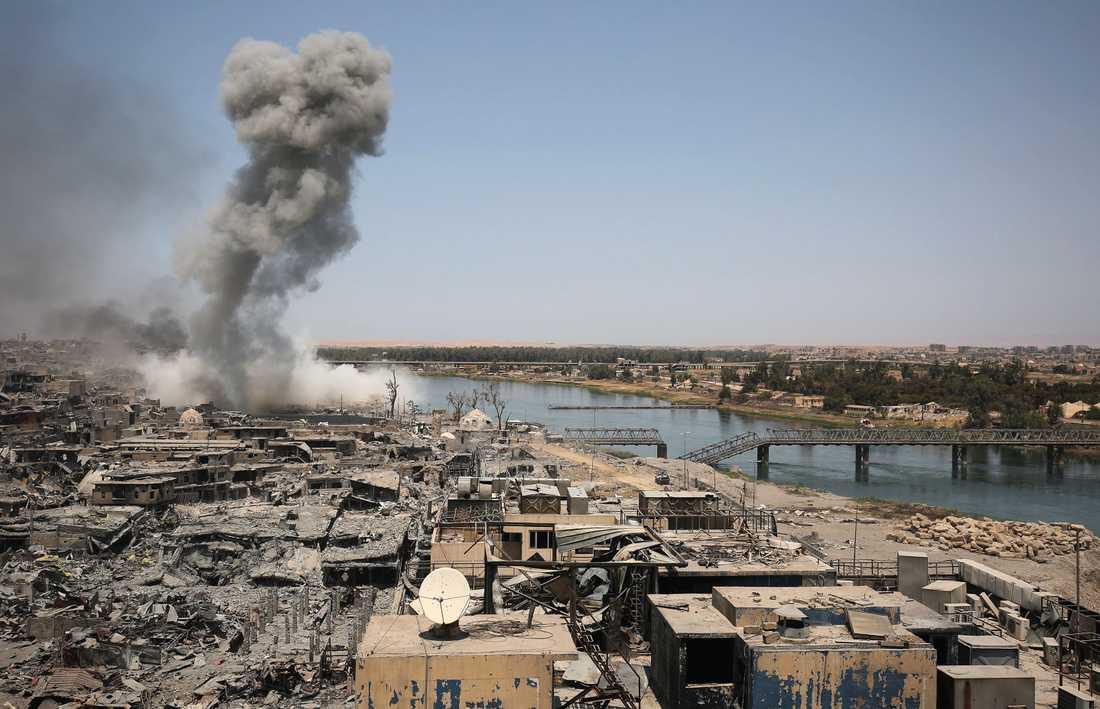 Flygbombning över Mosul.