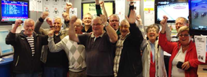 Miljoner igen Några av stamkunderna hos Kindbloms Turbutik i Smålandsstenar jublar efter framgångarna.