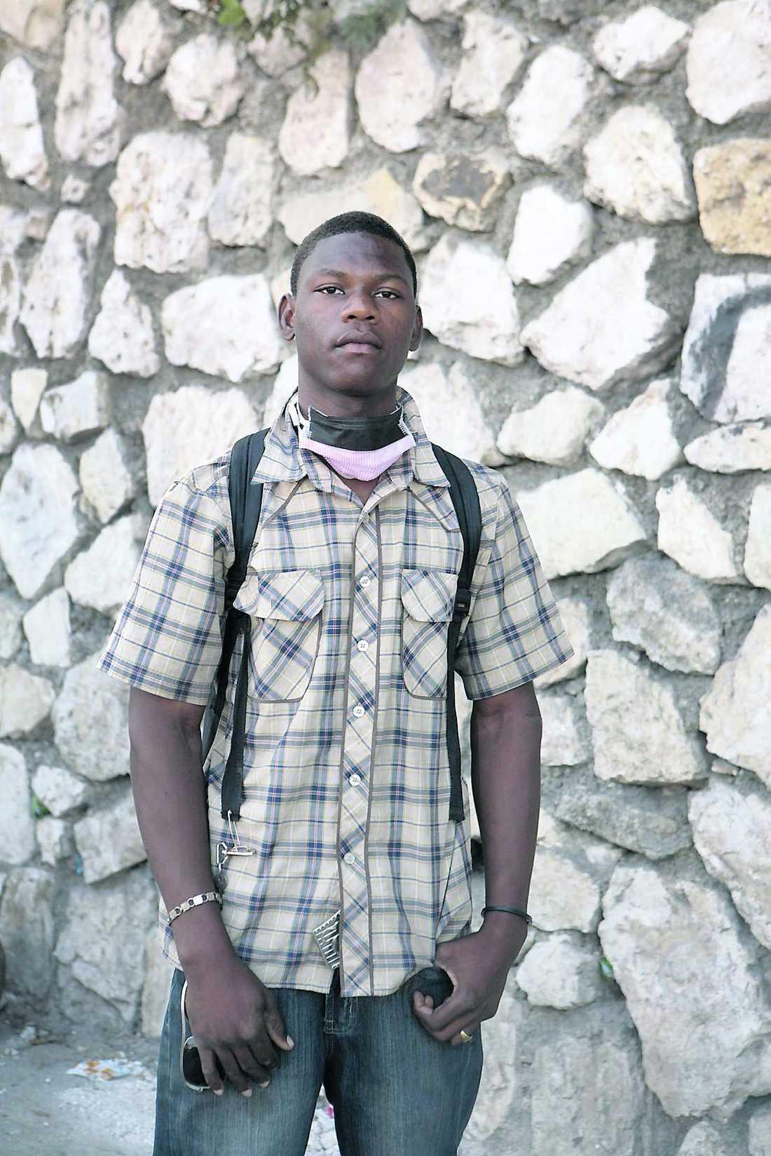 Leblanc Marcus, 16. Båda föräldrarna döda.