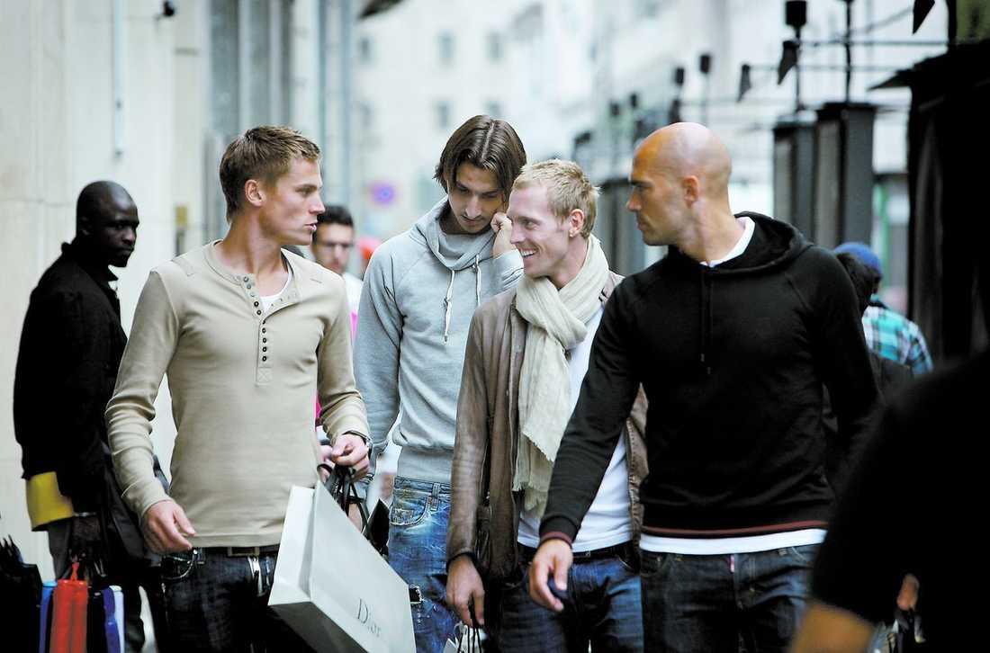 """En ledig EM-dag Markus Rosenberg, Zlatan Ibrahimovic, Christan """"Chippen"""" Wilhelmsson och Daniel Majstorovic valde att åka till Milano för shopping i går."""
