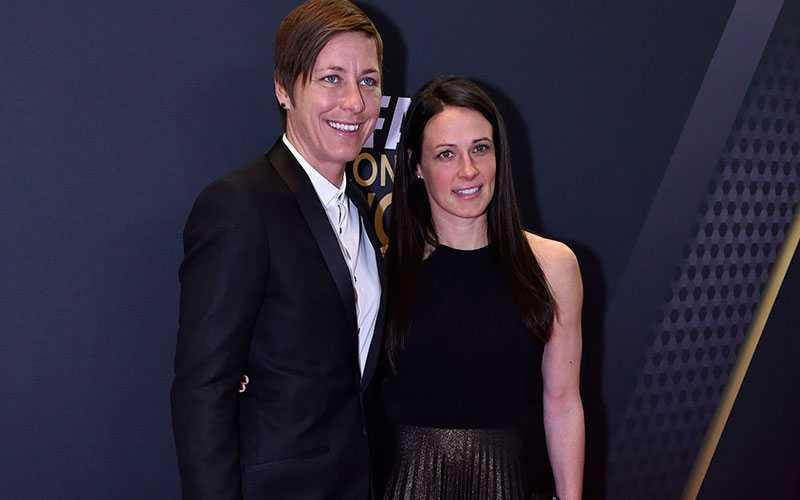 Abby Wambach med frun Sarah Huffman - båda landslagsspelare för USA.
