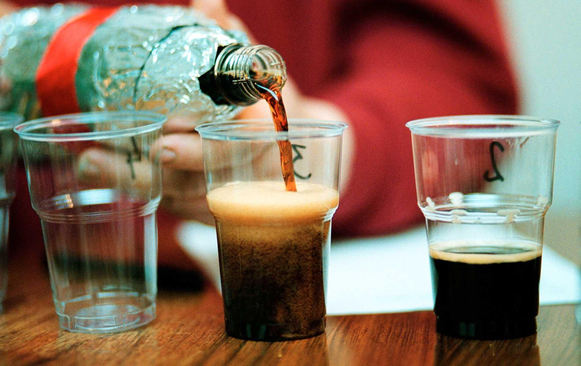 Julmust utklassar både mjölk och vatten till julmat, tycker Engla Nordin.