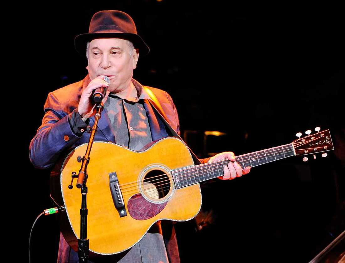 Paul Simon .