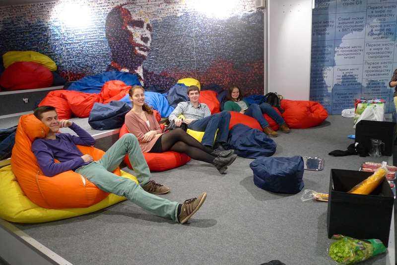 Organisationen Set samlar unga konstnärer och journalister som har ett gemensamt - sitt oreserverade stöd för Putin.