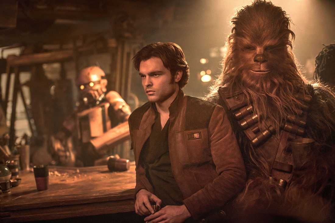 Mest ett tvålfagert ansikte. Alden Ehrenreich imponerar inte som Han Solo.
