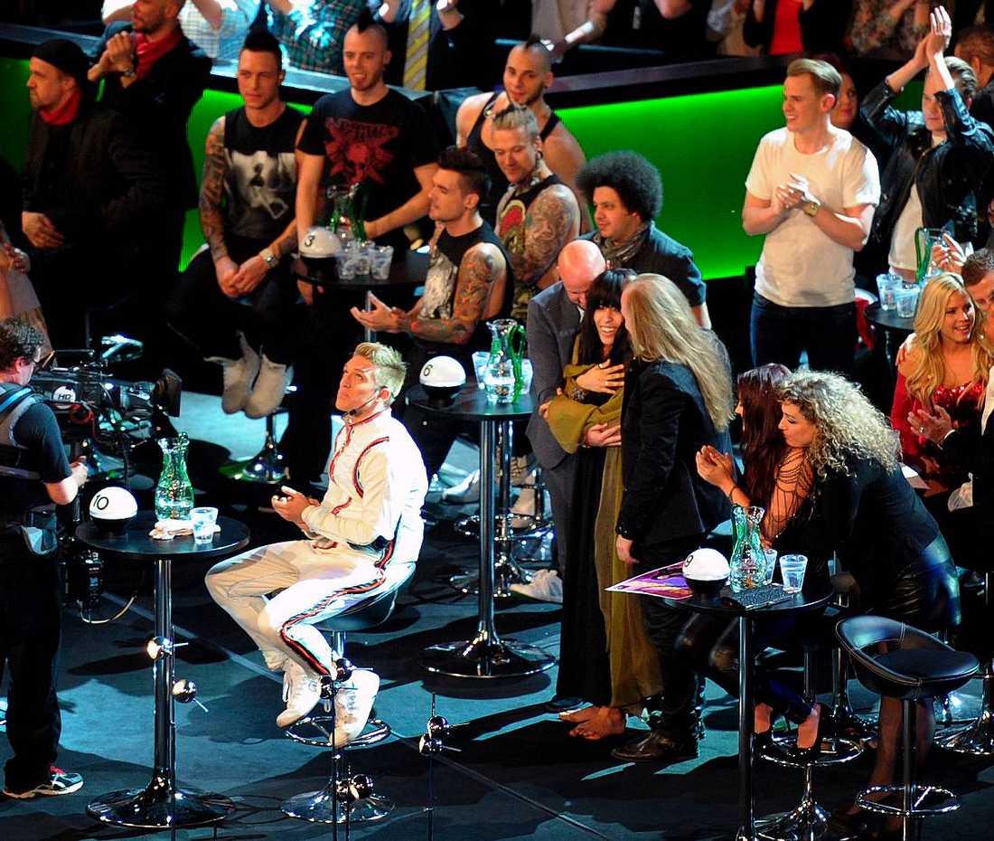 """FÖRLORADE – IGEN Danny Saucedo hade ett mål med att ställa upp i Melodifestivalen igen – att vinna. Men han slutade tvåa än en gång. Medan Loreen kramades om efter vinsten sitter Danny hopsjunken för sig själv. """"Det stör mig att mitt nummer inte gick vidare till Europa. Jag ställde inte upp för att komma tvåa"""", säger han till Nöjesbladet efteråt. Foto"""