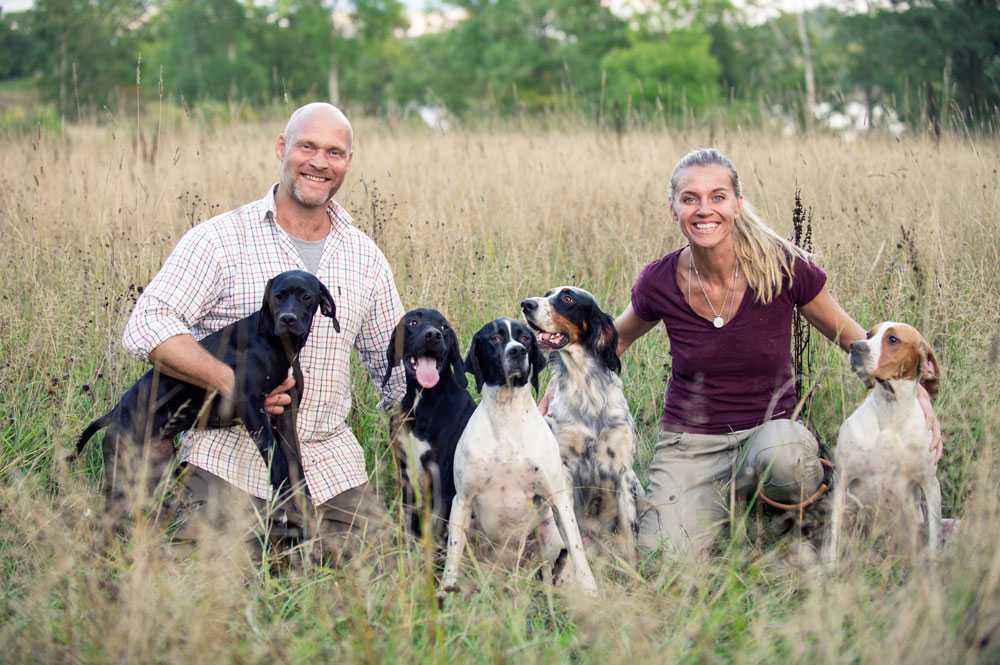 Glada människor och glada hundar. Förmodligen ordentligt med utslag på värmekameran.