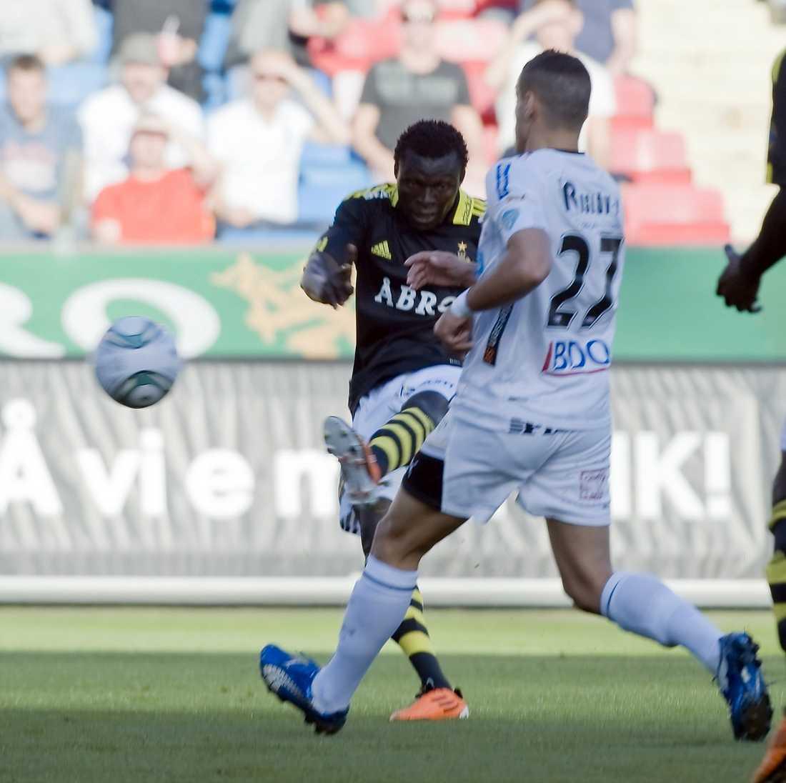 Volleykanonen Lalawélé Atakora skickade in 1–0-målet mot Gais i går. Kanonen kan mycket väl betyda att AIK spelar i Europa nästa år.