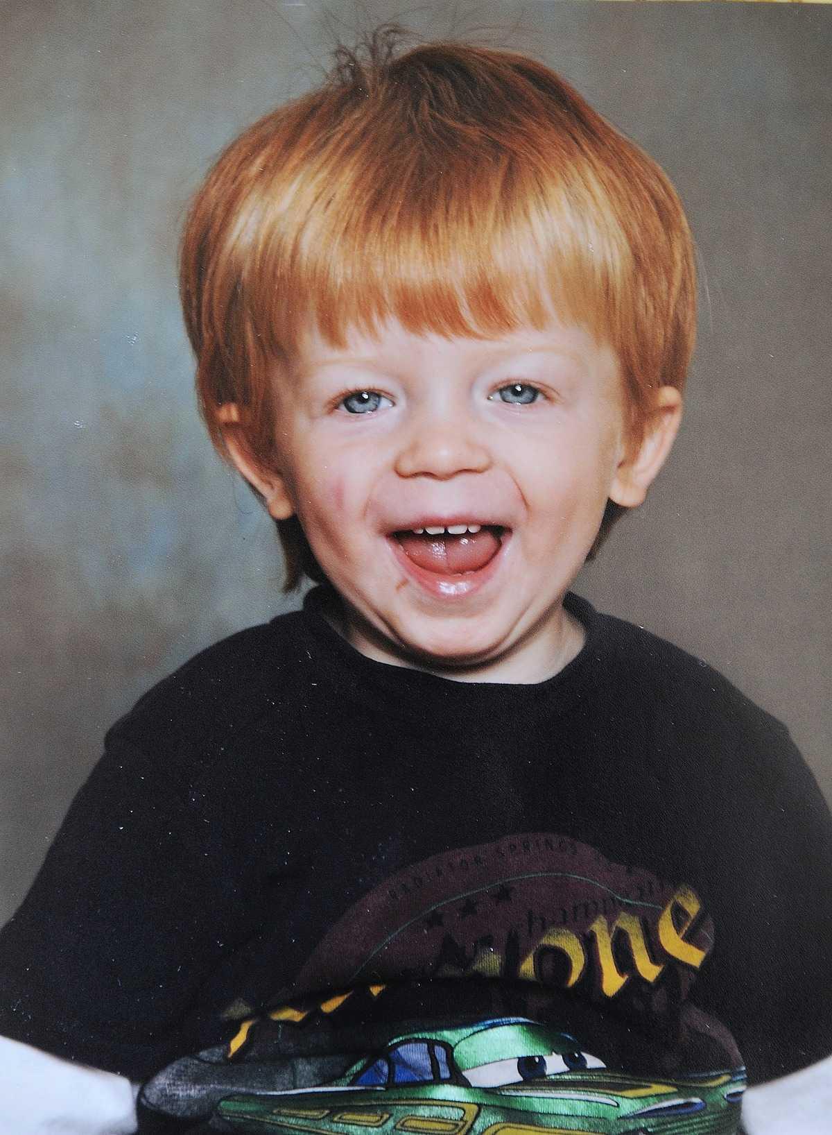 3-årige Martin ströps till döds när han fastnade med sin hjälm i ett träd på Grodans förskolan i Järbo, Sandviken.