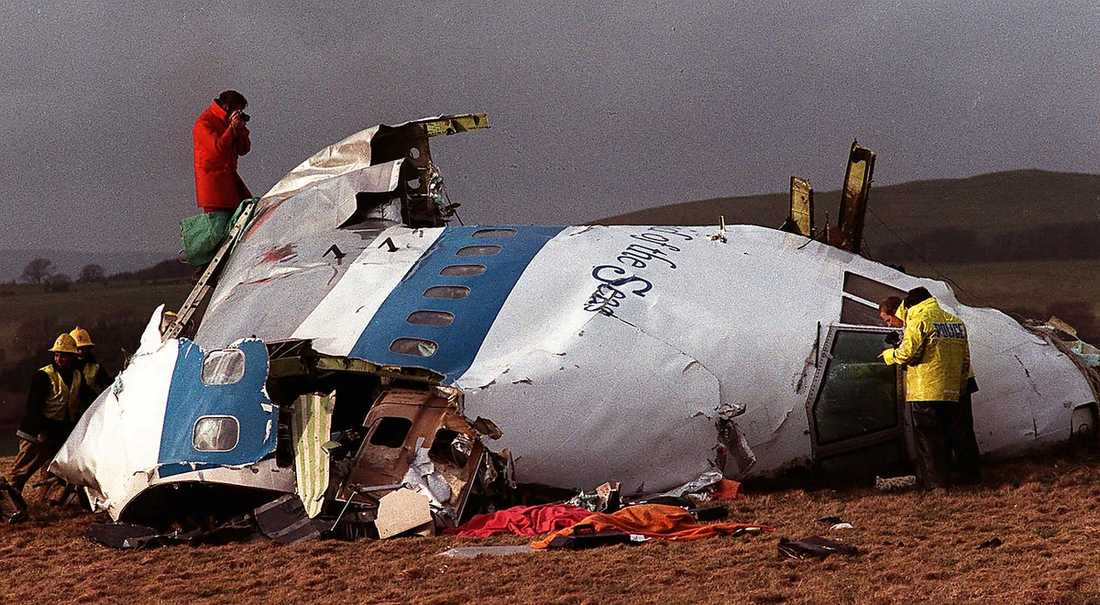 1988 dödades 270 människor när ett passagerarplan sprängdes över Lockerbie i Skottland. Gaddafi och Libyen tog senare på sig skulden.