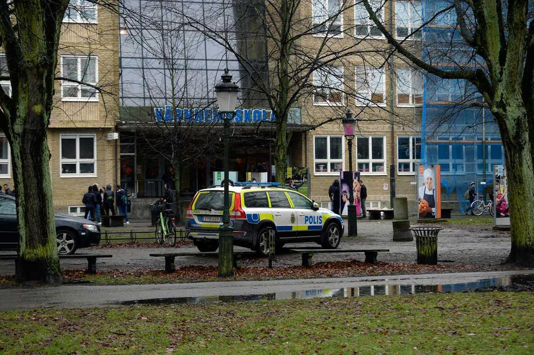 Polis och ambulans kallades till skolan.