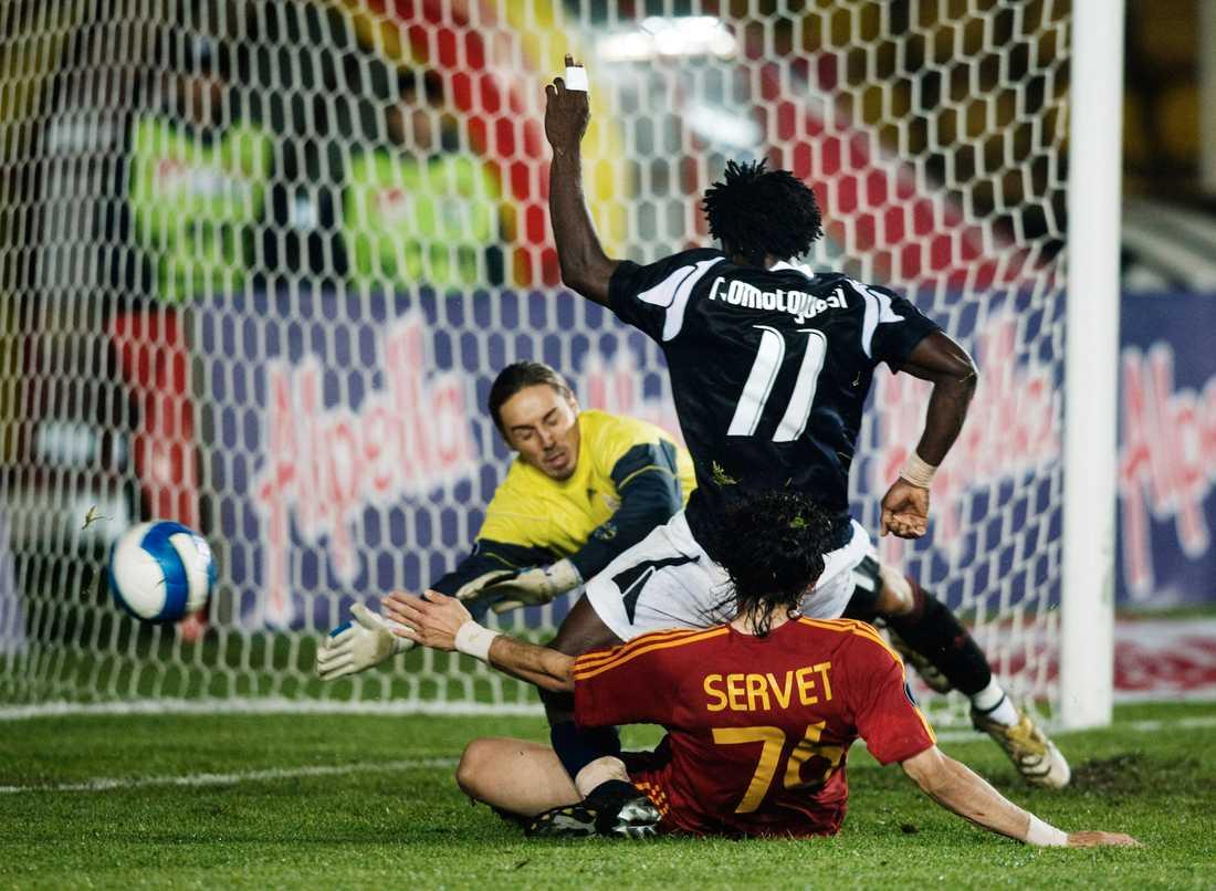 Galatasaray - Helsingborg: Razak Omotoyossi, Helsingborg, gör 0-2.