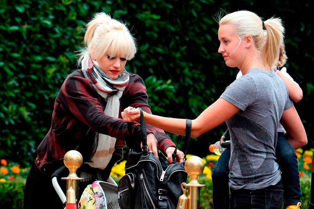Gwen Stefani (till vänster) med barnflickan Mindy Mann.