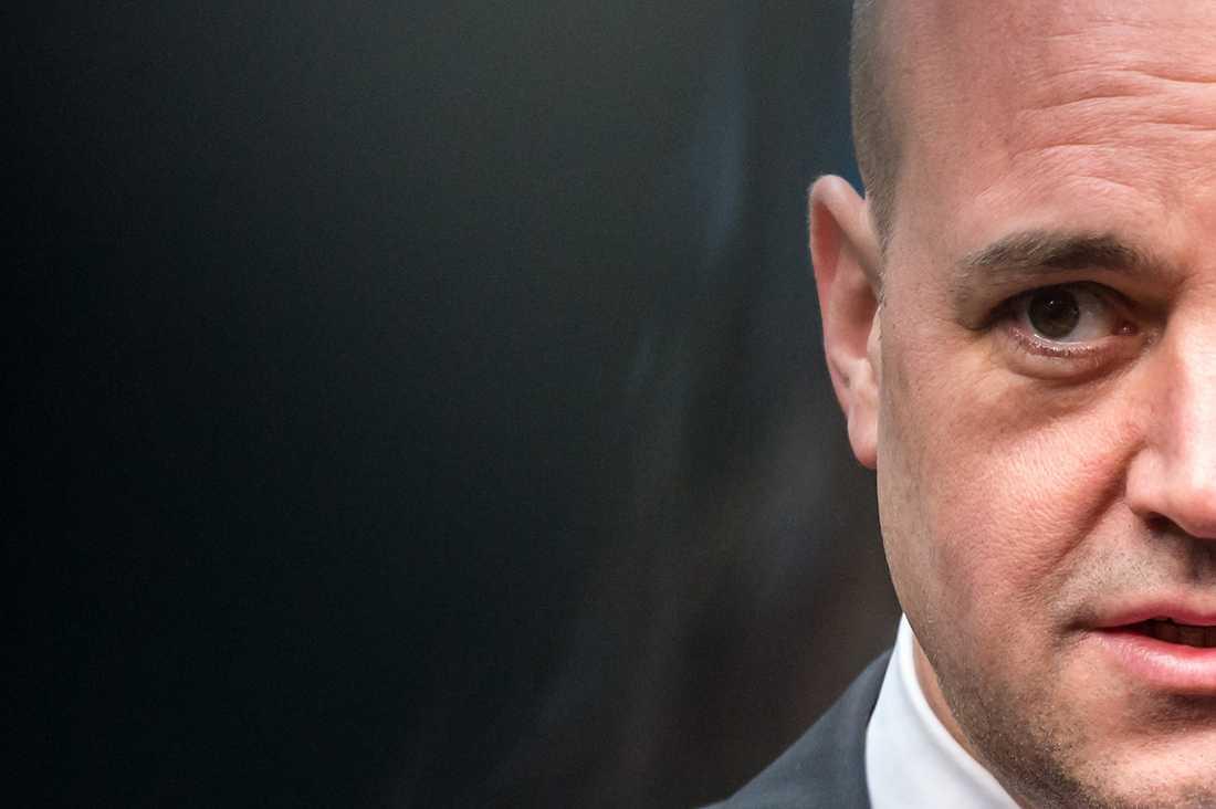 Skriv på Fredrik Reinfeldt vill sänka skatten med ytterligare 16 miljarder kronor. Det är dags att vi säger ifrån.
