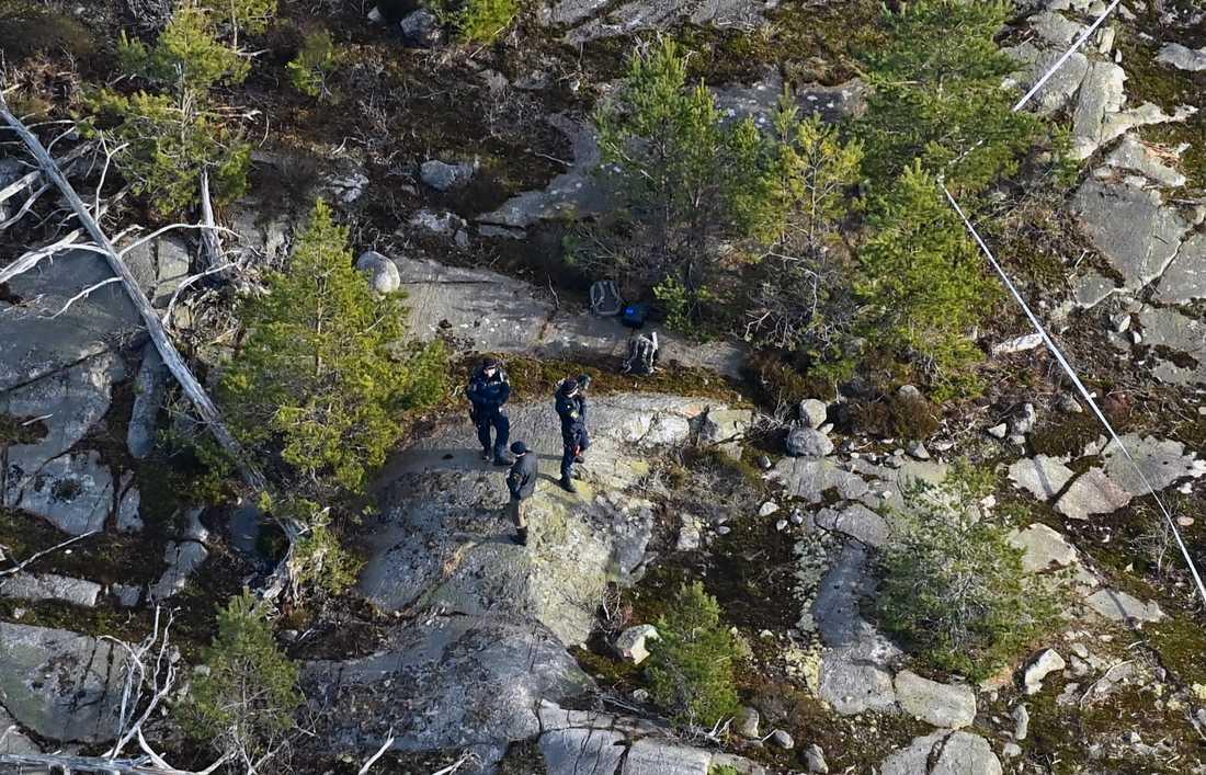 Polisen är på plats för att undersöka det som misstänks vara mänskliga kvarlevor.