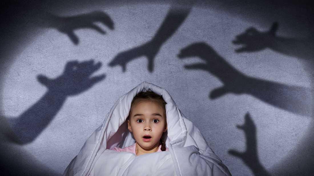 Om ditt barn drabbas av mardrömmar så försök trösta och lugna barnet.