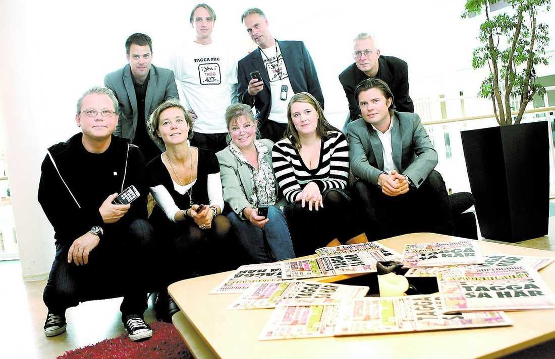 FRÅGA OSS! De har utvecklat Aftonbladets taggsatsning. Övre raden från vänster: Johan Åsén, Ian Vännman, Björn Modée och Bjarne Frykholm. Nedre raden från vänster: Peter Pettersson, Anna Körnung, Caroline Olsson, Mina Råman och Erik Norberg.