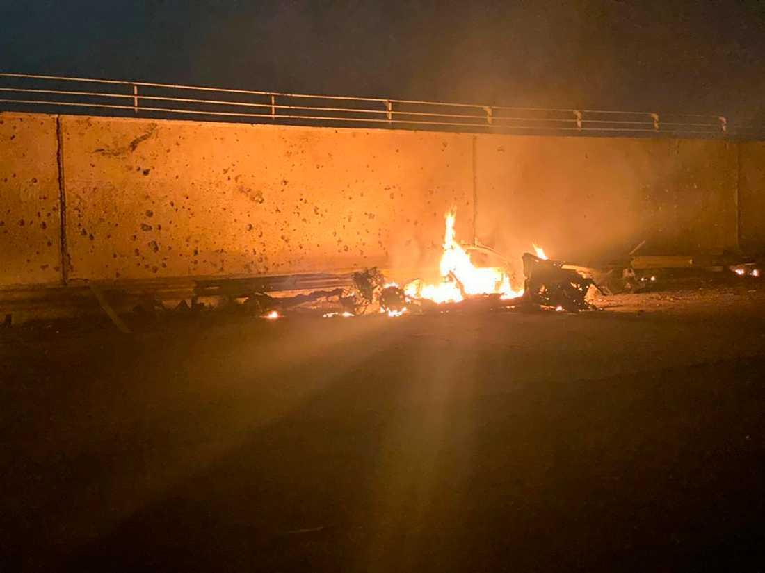 Iraks regering släppte bilder från attacken.