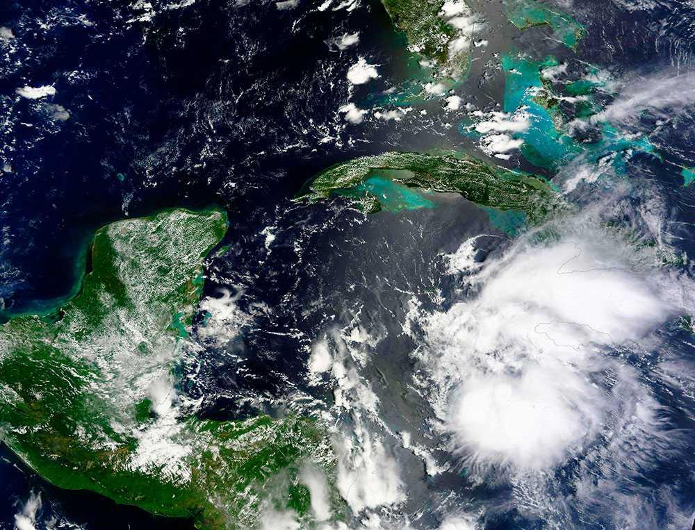 Orkanen Earl väntas träffa Belizes kust på torsdagen.