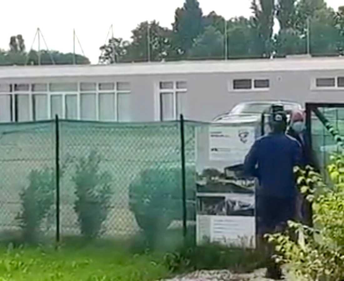 Mario Balotelli stoppades utanför träningsanläggningen.