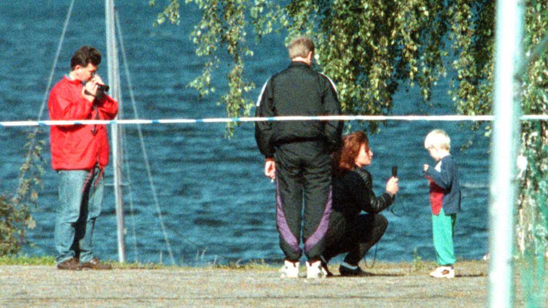 När pojkarna skulle vallas vid mordplatsen gjorde Rolf Sandberg allt för att det inte skulle sippra ut. Men via källor fick vi kännedom om vallningen och fotograf Björn Lindahl kunde därför ta den här bilden.