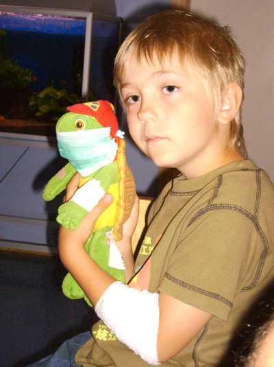 Kär följeslagare Som tur var hade han alltid sin älskade sköldpadda Franklin som följeslagare med sig på sjukhuset. Franklin finns fortfarande, även om han förpassats till en hylla ovanför fotänden av sängen, berättar Kevin Hanssons mamma Marie.