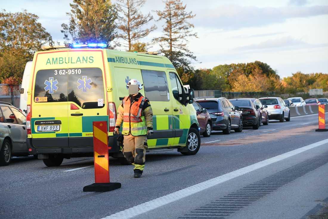 Det stod helt still i trafiken på E 22 mellan Hjärup och Råby under en dryg timme på måndagseftermiddagen.