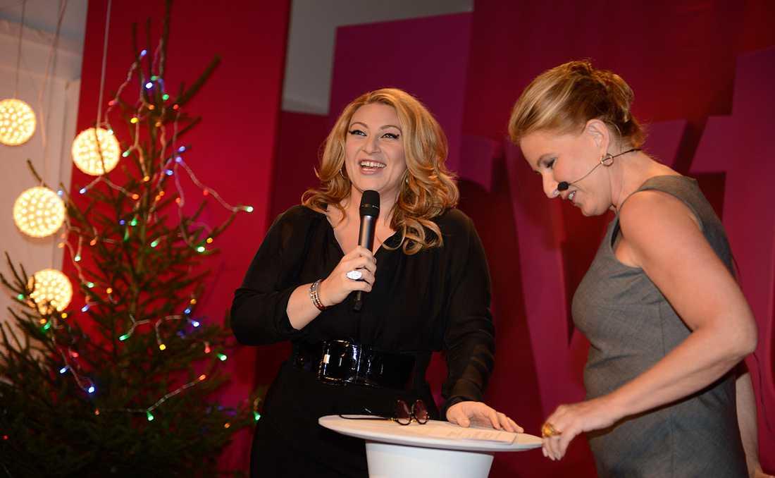 ÅRETS JULVÄRD I SVT Sarah Dawn Finer presenterades av SVT:s programdirektör Anne Wegelius.
