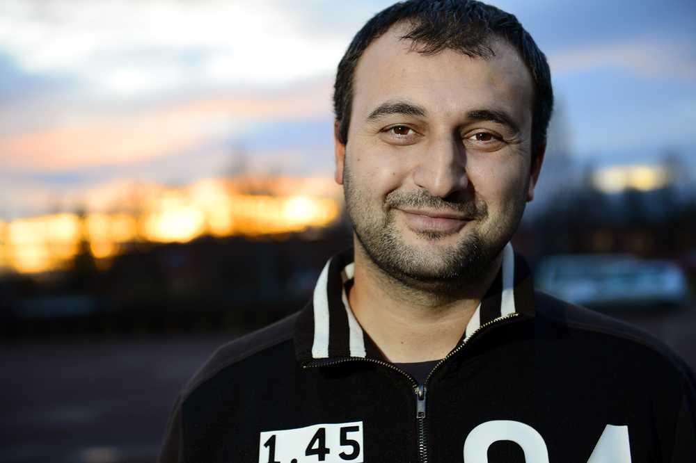 """Elvan Cicen, 25, klubbchef: """"Man måste se problemen för att kunna göra något åt dem. Vi ser"""""""