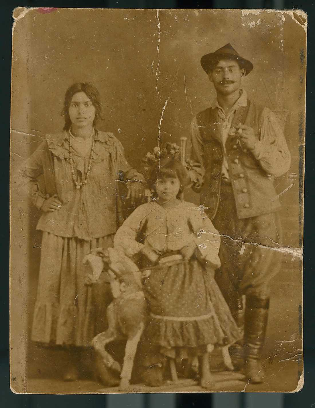 Jeanette Olssons gammelmormor och gammelmorfar med en av döttrarna i Mexiko 1917.